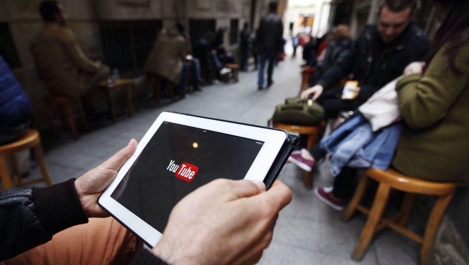 Türkischer Internetnutzer (Symbolbild): Neue Regelung für Internet-Zensur?