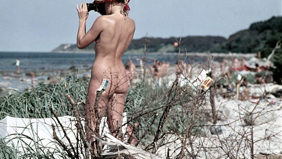 Freiheit war wenigstens die Freiheit der FKK-Freunde, hier um 1970 auf der Insel Rügen.