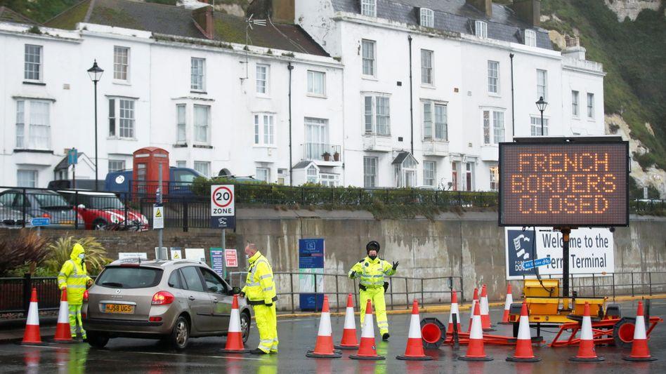 Absperrungen am Hafen von Dover