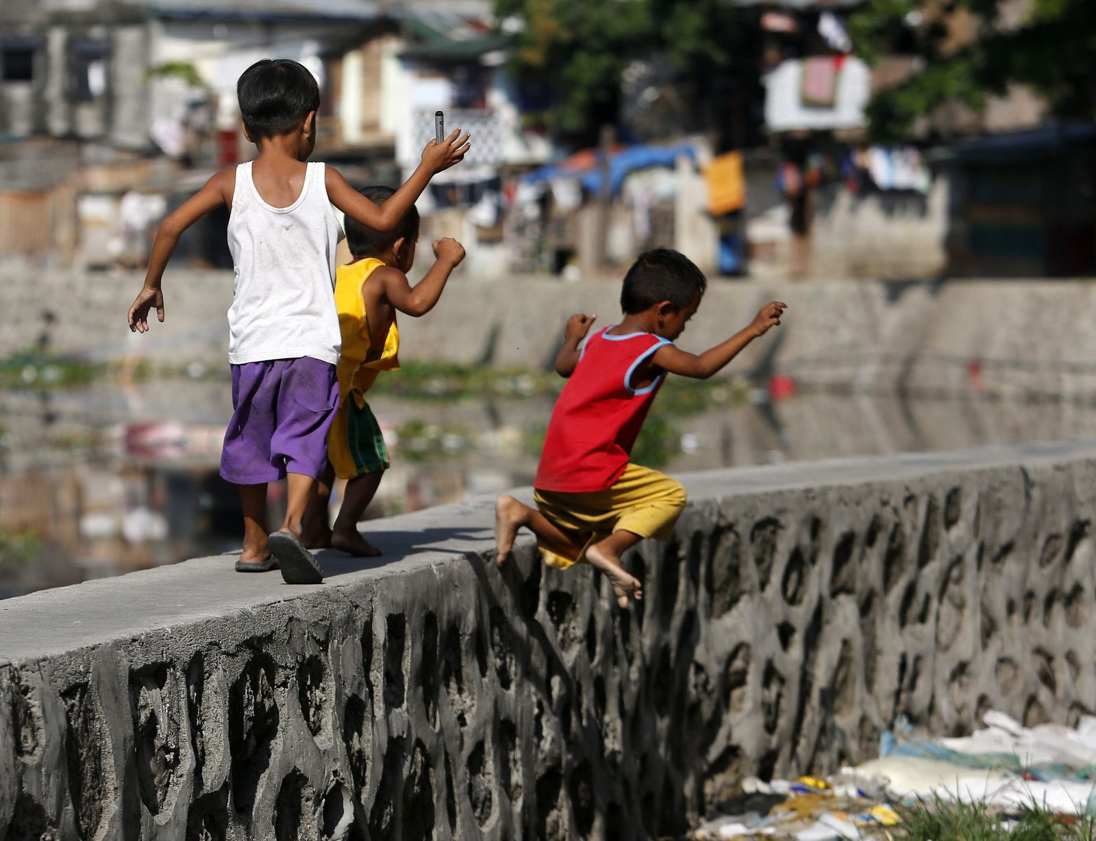 World Banks report on Philippine employment and poverty