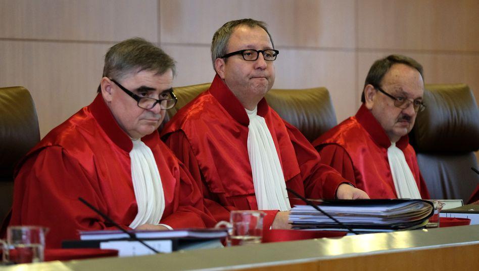 Richter Andreas Voßkuhle (M.), Peter Müller (l.) und Herbert Landau