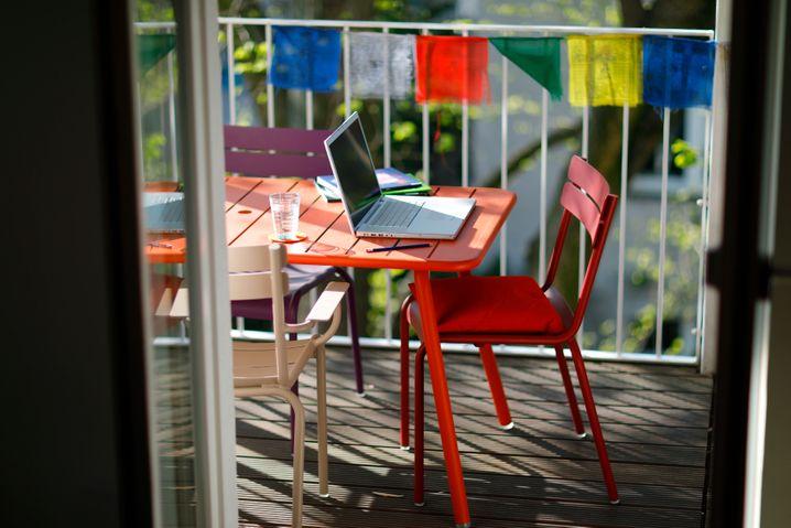 Balkon für die Arbeit: Warum nicht mal draußen arbeiten