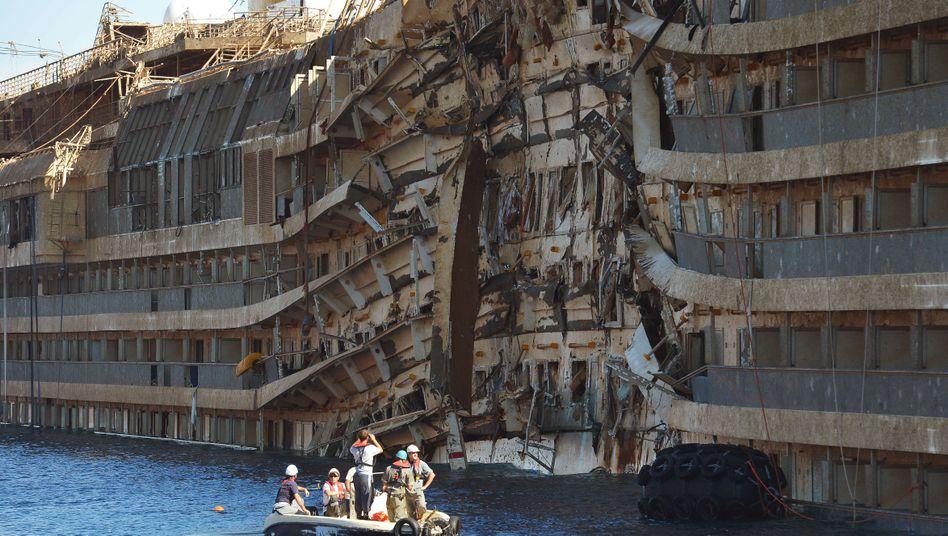 """Steuerbordseite der havarierten """"Costa Concordia"""": """"Die Passagiere schrien, wollten unbedingt sofort auf die Boote"""""""