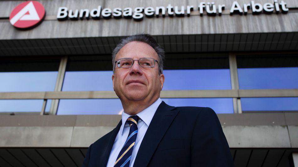 BA-Chef Weise vor Arbeitsagentur in Nürnberg (Archivbild): Disziplinarverfahren ausgesetzt