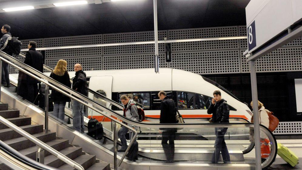 Photo Gallery: Germany on Rail Bomb Alert