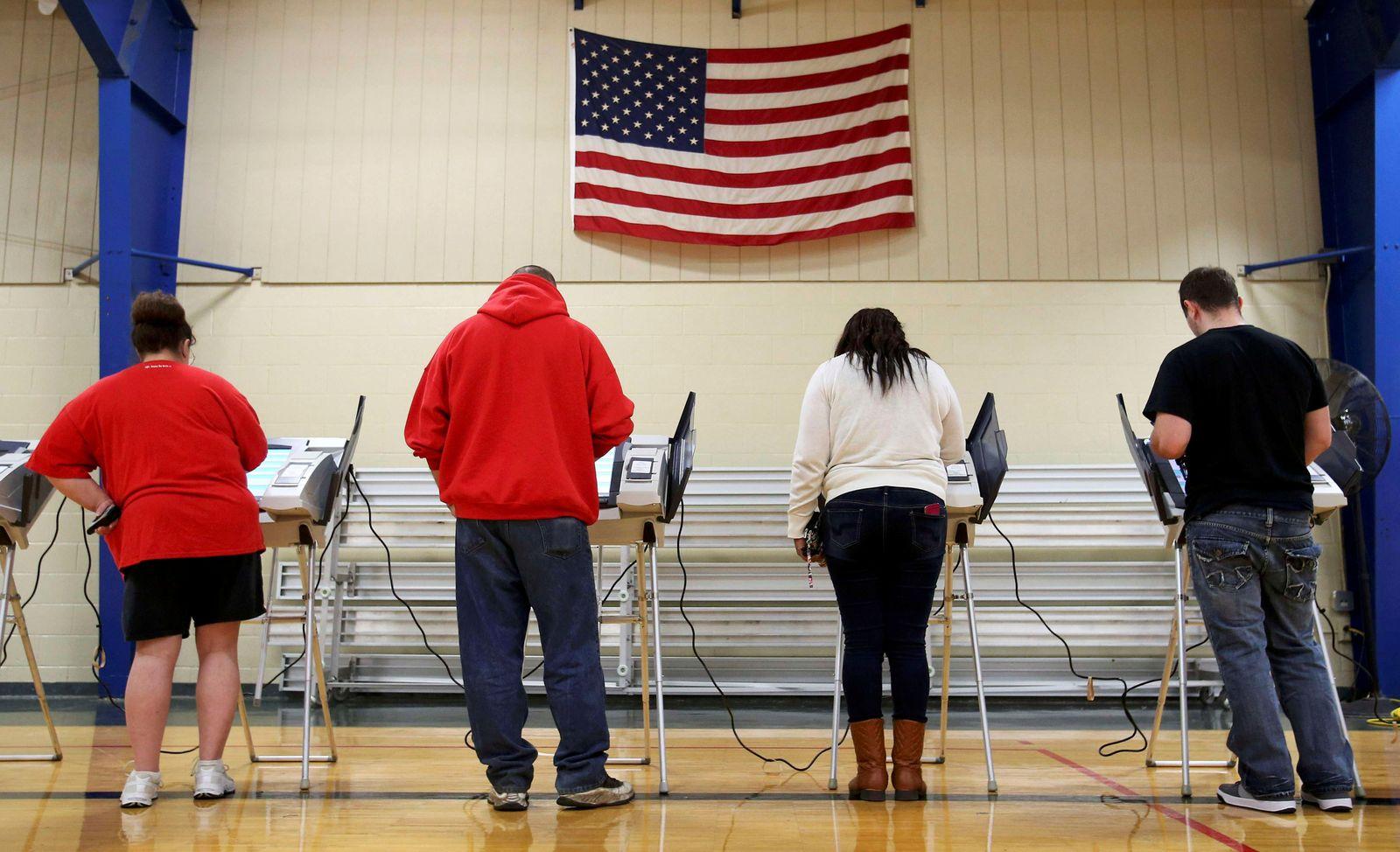 US Wahlen/ USA 2016/ Präsidentschaftswahlen/ Wähler/ Wahlurne/ Stimmabgabe