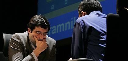 """Kontrahenten Kramnik (l.) und Anand: """"Mehr war nicht herauszuholen"""""""