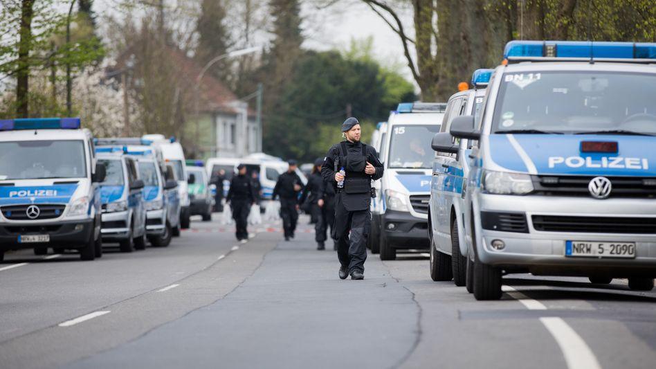 Polizisten in der Nähe des Tatorts in Dortmund