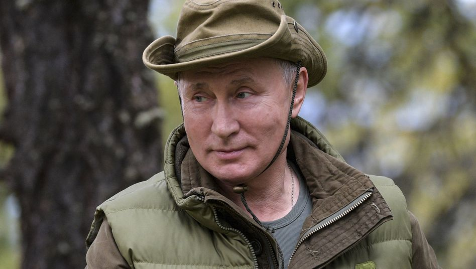 Wladimir Putin beim Wandern in Sibirien an seinem 67. Geburtstag: Unverhofftes Geschenk