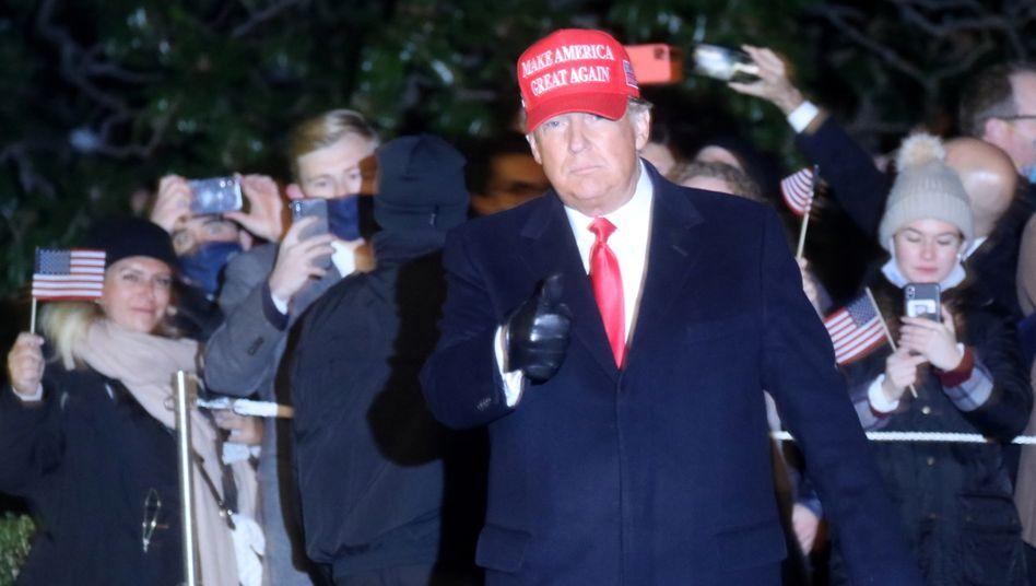 Donald Trump nach einer Wahlkampfveranstaltung am Montag vor dem Weißen Haus