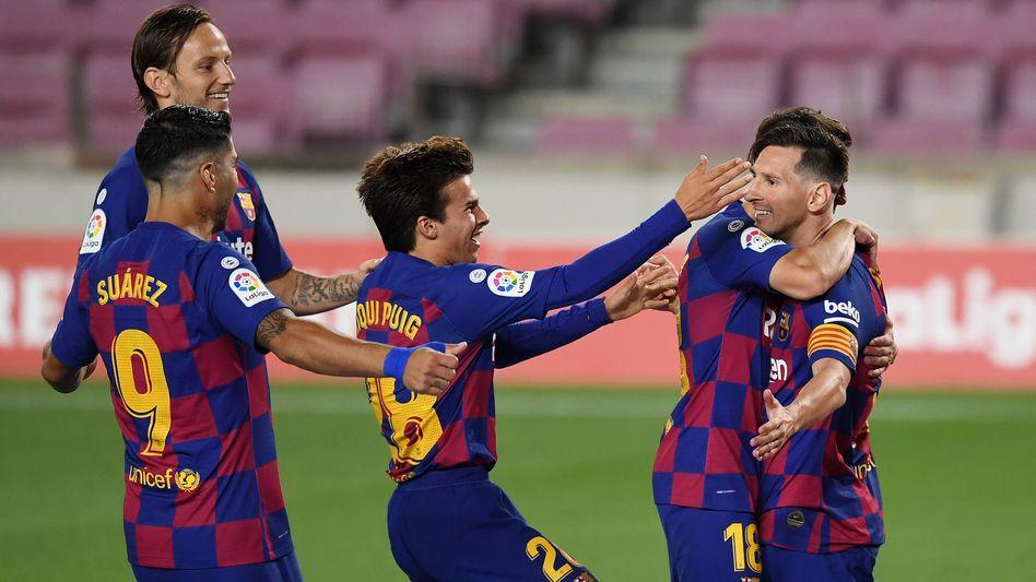 Nur temporäre Freude trotz des 700. Karrieretreffers: Lionel Messi (rechts)