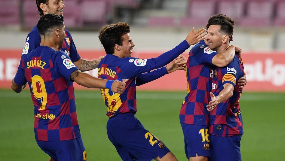 Nur temporäre Freude trotz des 700. Karriere-Treffers: Lionel Messi (rechts)