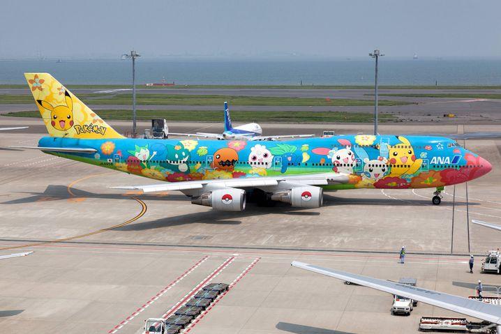 Flugzeug mit Pokémon-Bemalung