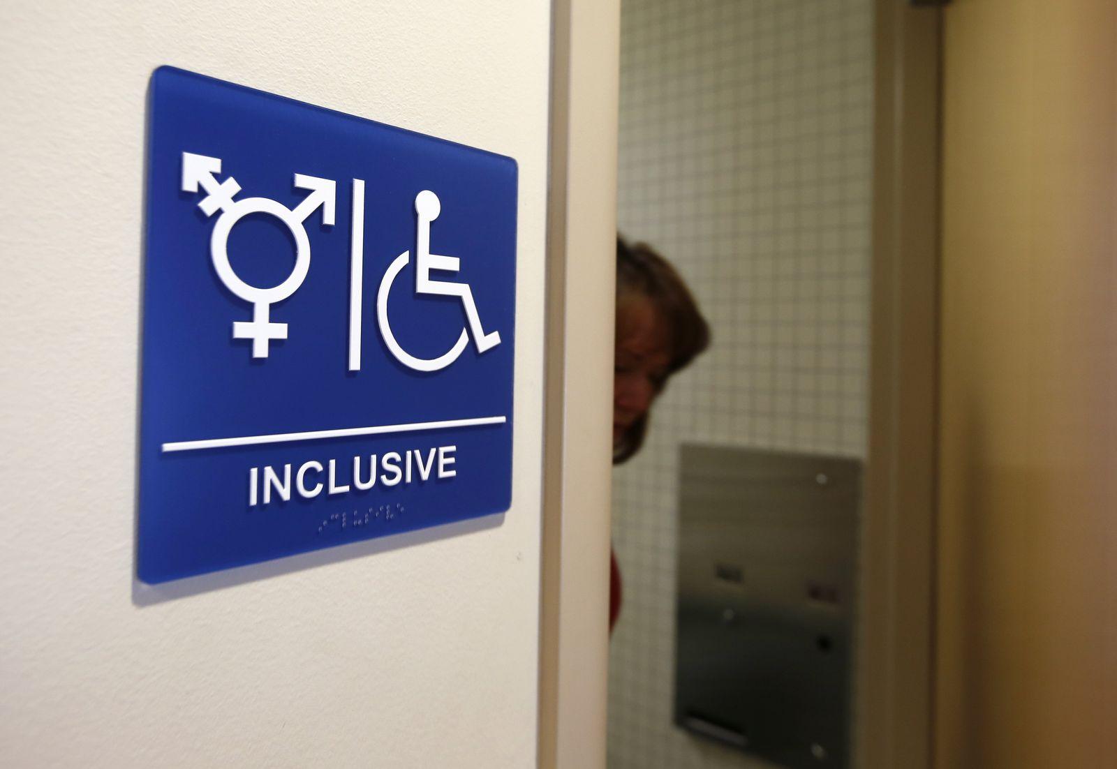 videoteaertransgender toilette