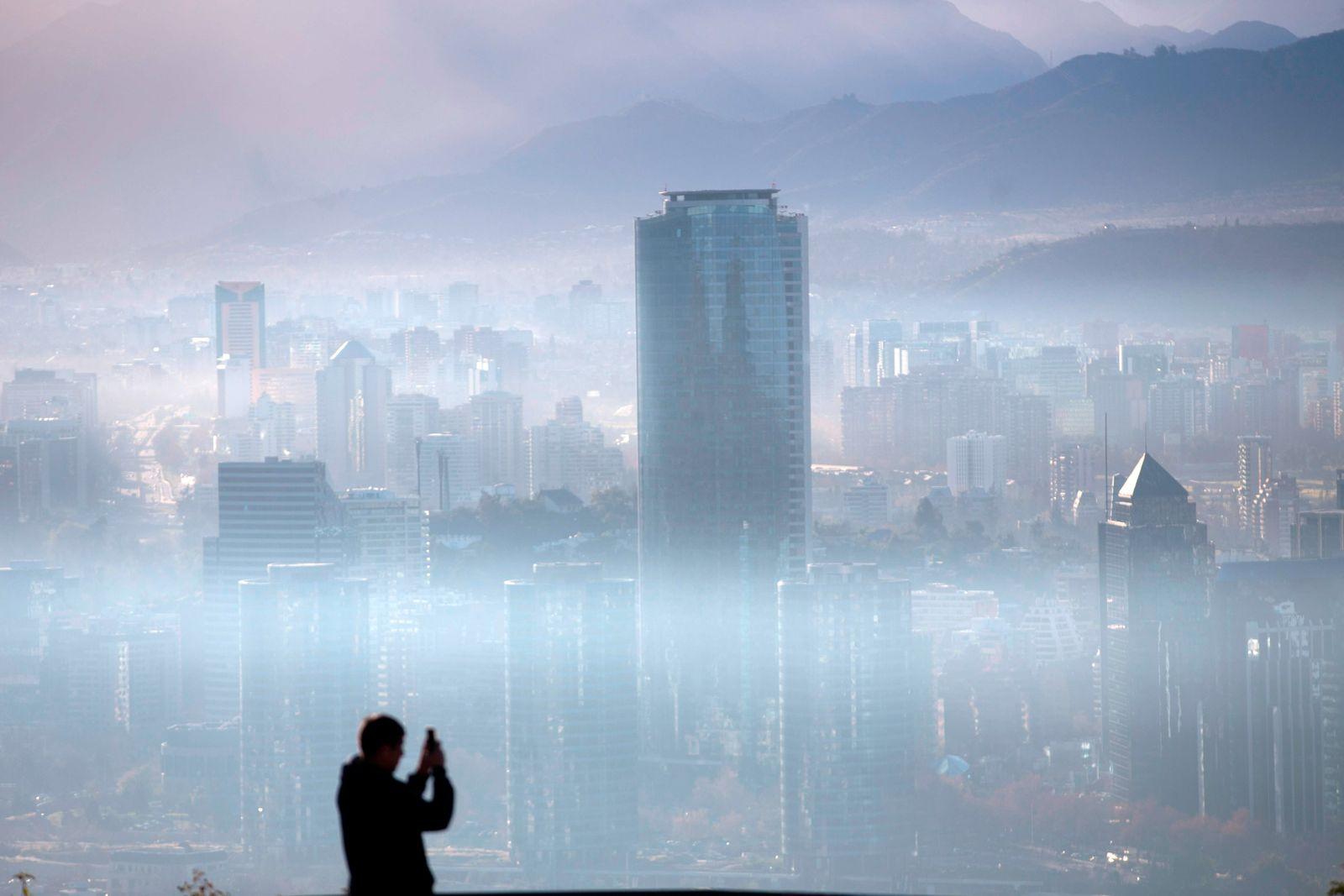 TOPSHOT-CHILE-AIR-POLLUTION-PREEMERGENCY