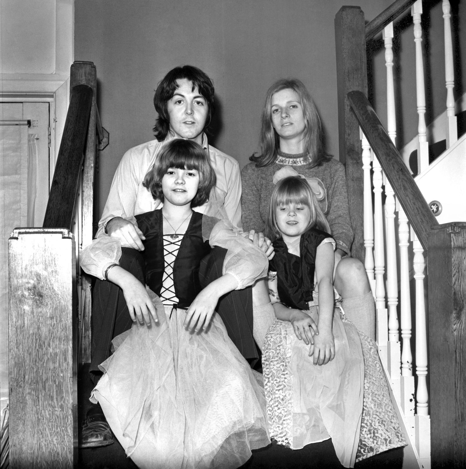 Beatles singer Paul McCartney with his new bride Linda Eastman and children, aged 4 and 7 March 1969 Z02435-001