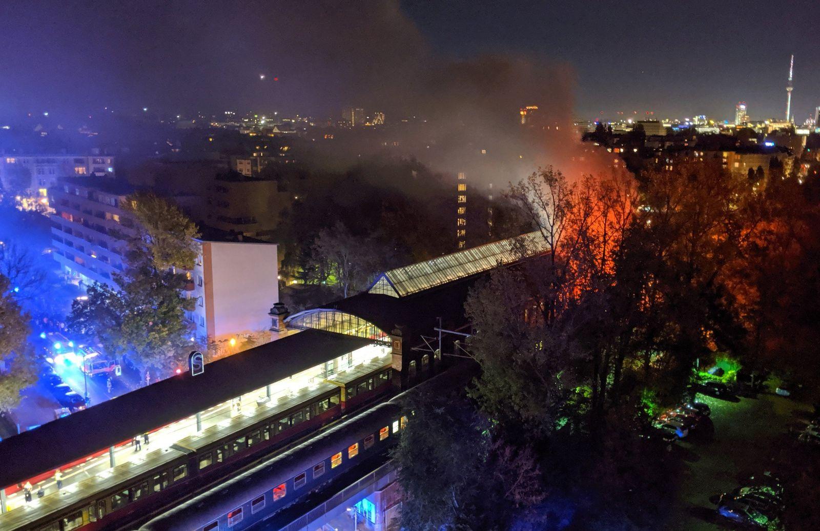 Feuer in Zug mit Fußballfans
