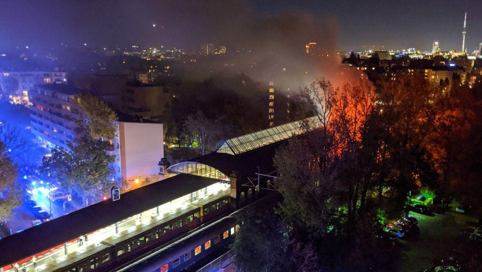Brennender Sonderzug im S-Bahnhof Bellevue am Samstag