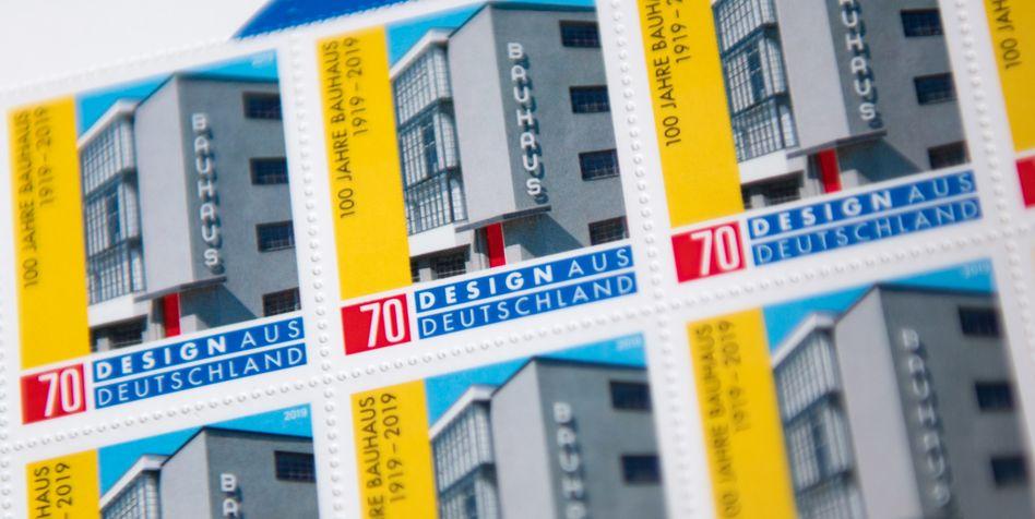 """Sonderbriefmarke """"100 Jahre Bauhaus"""" (Archiv)"""
