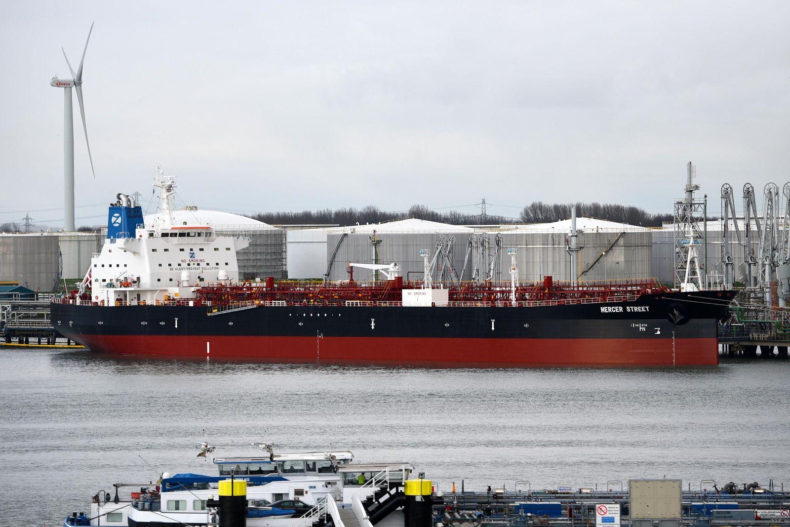 Schiff im nordindischen Ozean attackiert - - Verdacht auf Piraten