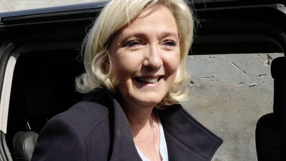 Strahlende Wählerin: Marine Le Pen nach der Stimmabgabe