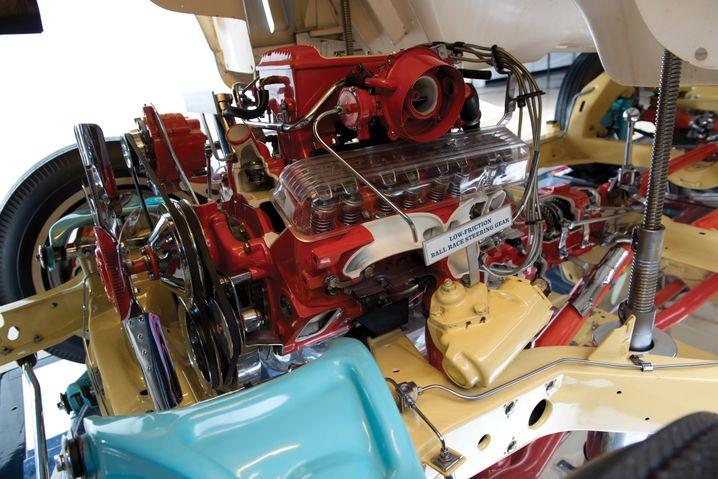 Kontrastprogramm: Das Fahrwerk in mattem Gelb, Motor und Antriebsstrang in Rot