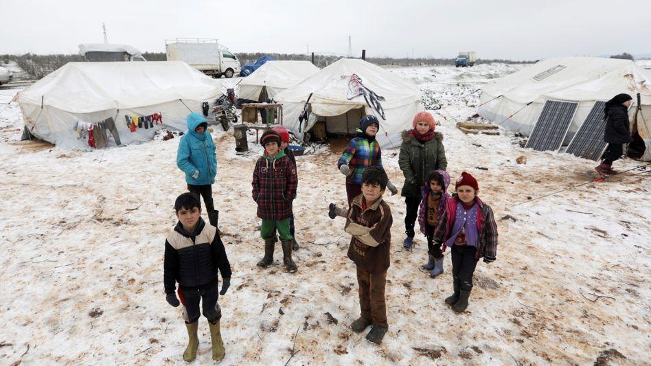 Eine syrische Flüchtlingsfamilie bei Azaz im vergangenen Februar. Die Vertriebenen müssen sich bald für den kommenden Winter rüsten