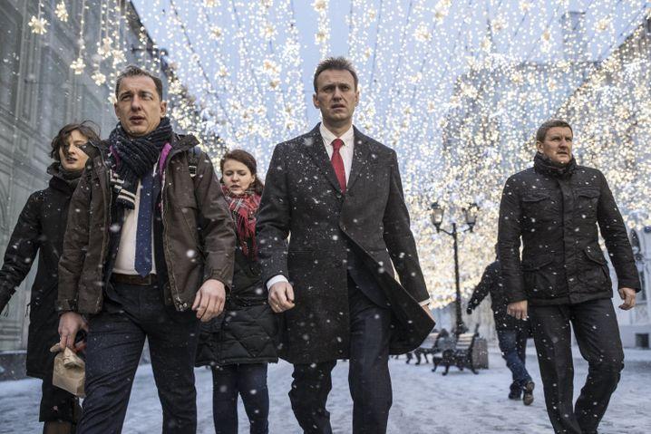 Oppositionspolitiker Nawalny (2. v. r.) in Moskau: Ein Fremdkörper in der russischen Politik
