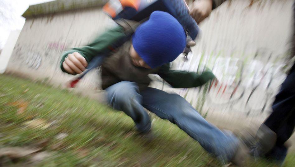 Gewalt auf dem Schulhof - nur eines der Handlungsfelder von Schulpsychologen (gestelltes Symbolfoto)