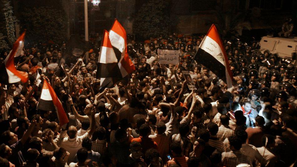 Demonstranten vor israelischer Botschaft in Kairo: Konflikt nach Anschlagsserie