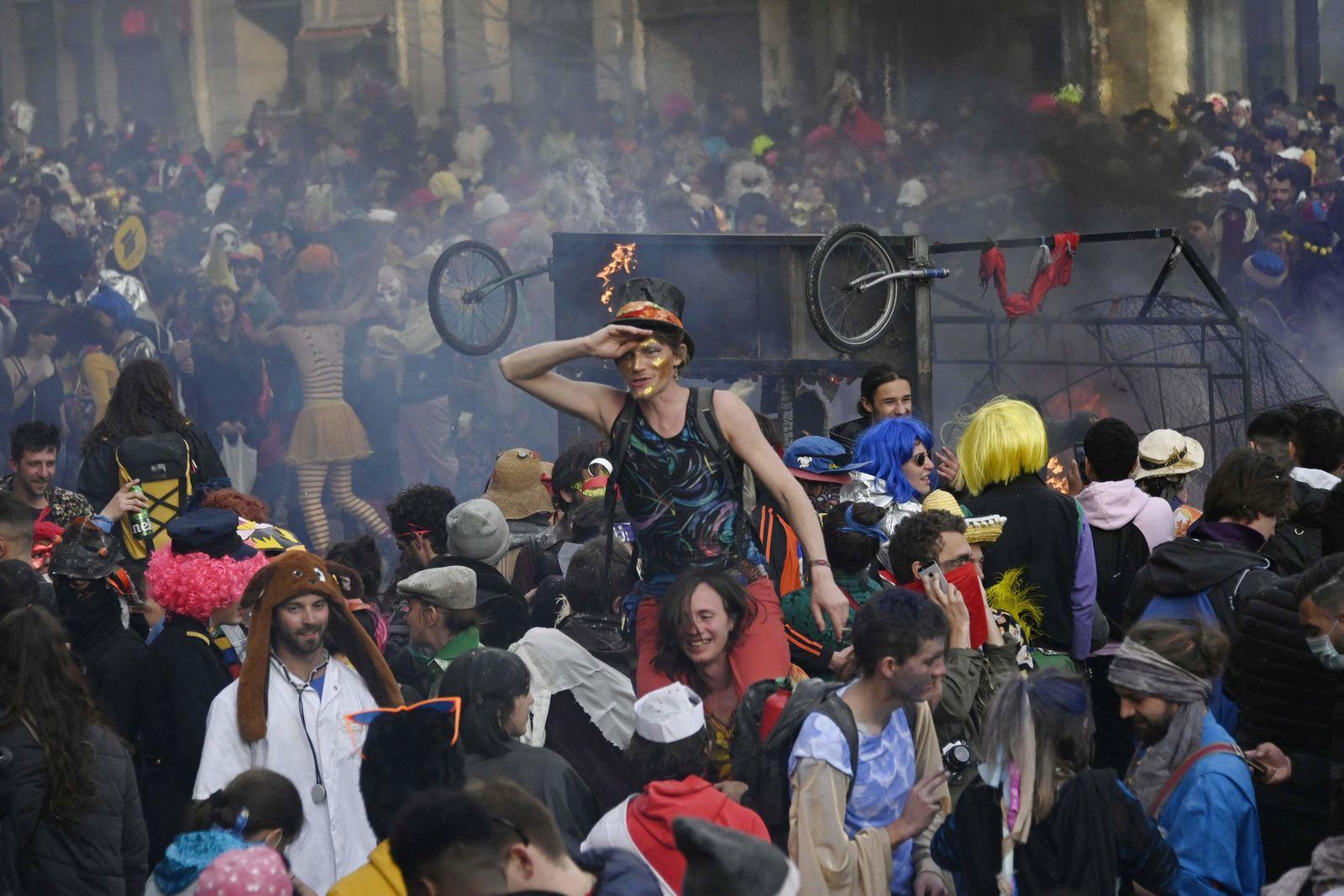 Coronvirus - 6500 Menschen feiern ungenehmigt Karneval