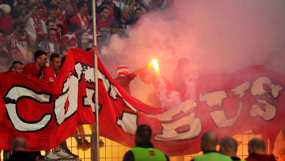 Fans von Energie Cottbus (Archivbild)