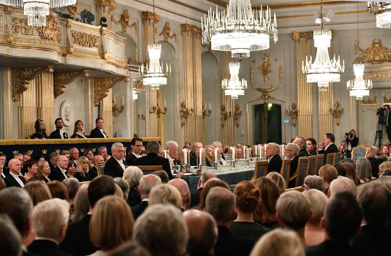 EINMALIGE VERWENDUNG Schwedische Akademie/ Nobelpreis/ Mitglieder/ Tisch