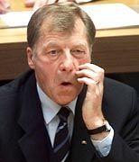 Der Ex-Bürgermeister Eberhard Diepgen wehrte sich zwar lang gegen alle Schuldzuweisungen, musste am Ende aber doch gehen