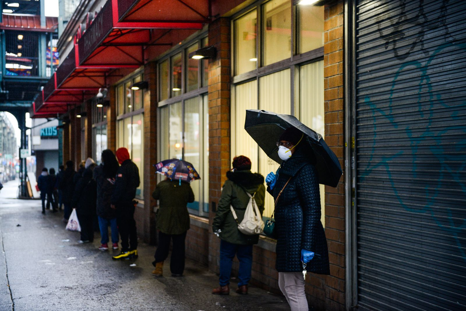 People in line on Sunday March 29, 2020. (Marian Carrasquero/The New York Times)