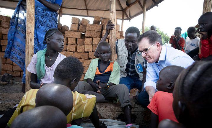 Gerd Müller bei einer aktuellen Reise in Äthiopien