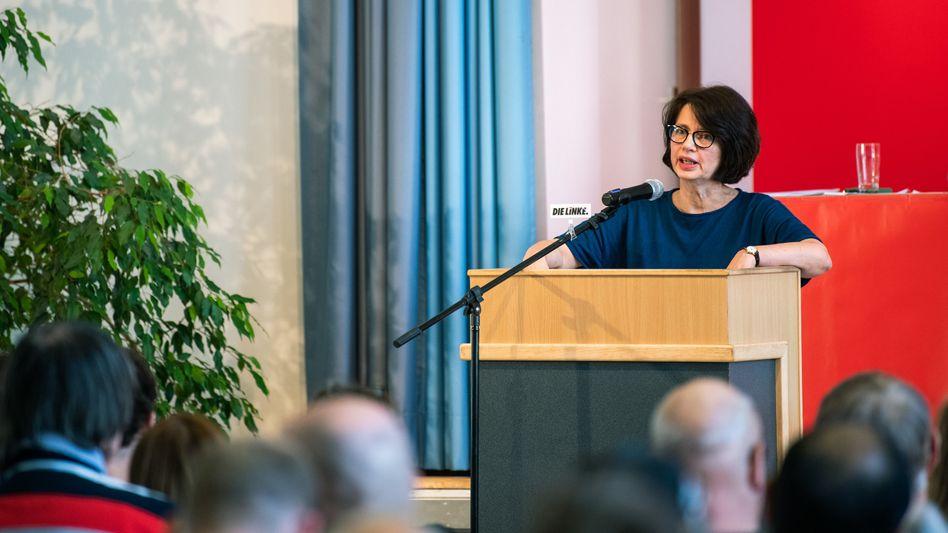 Claudia Bernhard, Mitglied in der Bremischen Bürgerschaft, spricht während des Landesparteitags