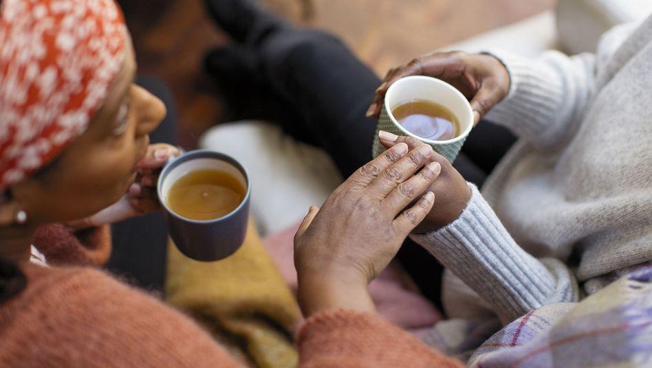 Nicht bevormunden, nicht zu sehr mitleiden, keine Floskel - erzählen Freunde von ihrer Krankheit, fällt der richtige Ton oft schwer