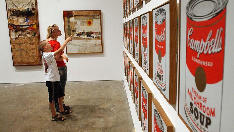 Museum (Archivbild): Millionenschwere Werke und magere Gehälter