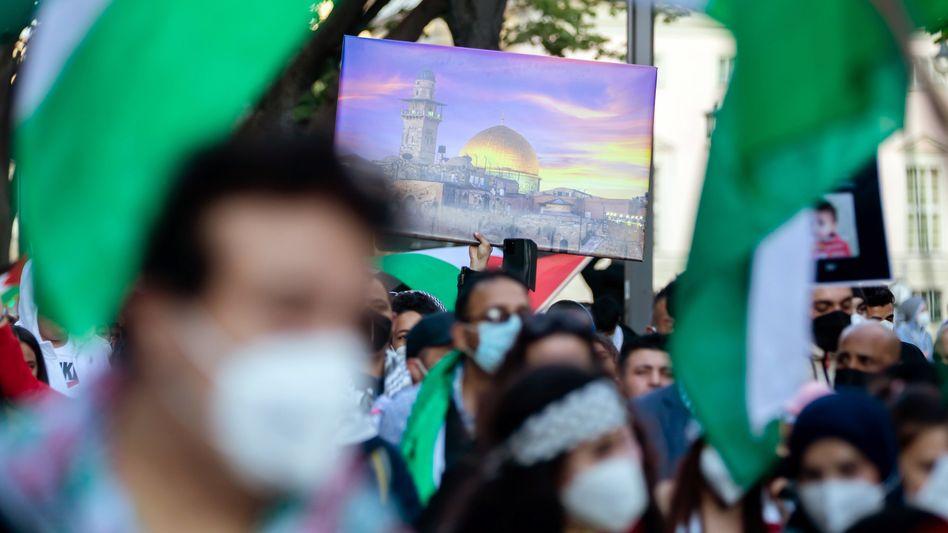Demonstranten einer propalästinensischen Kundgebung in Berlin