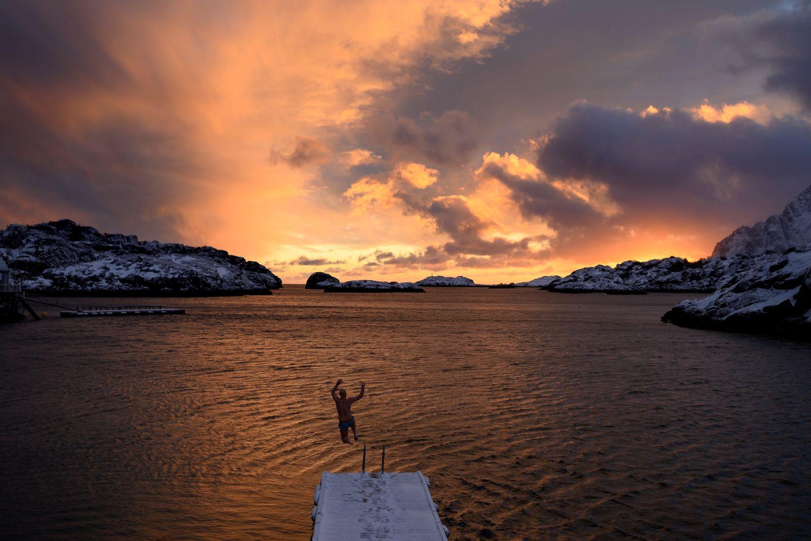NORWAY-ARCTIC-SUNSET-WINTER