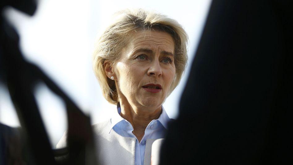 Ursula von der Leyen und der Fall Franco A.: Im Kreuzfeuer