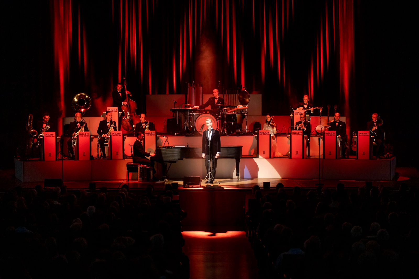 Max Raabe & Palast Orchester - Guten Tag, liebes Glueck , 25.01.20 Luebeck Schleswig-Holstein Germany MuK *** Max Raabe