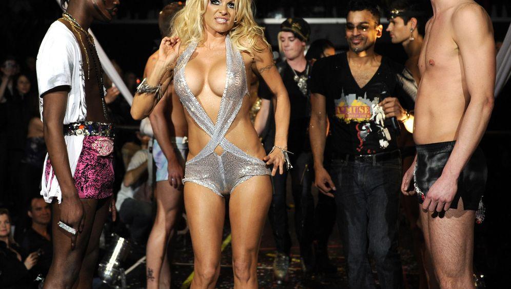 Playboy-Model: Pamela vs. Porn