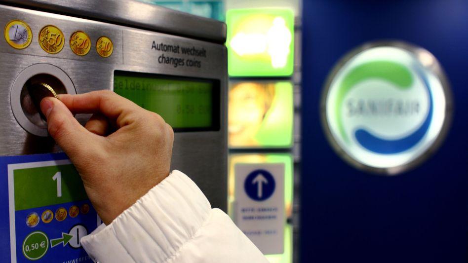 Zugangsautomat an einer Raststätten-Toilette: 35 Autohöfe bieten eine Prämie