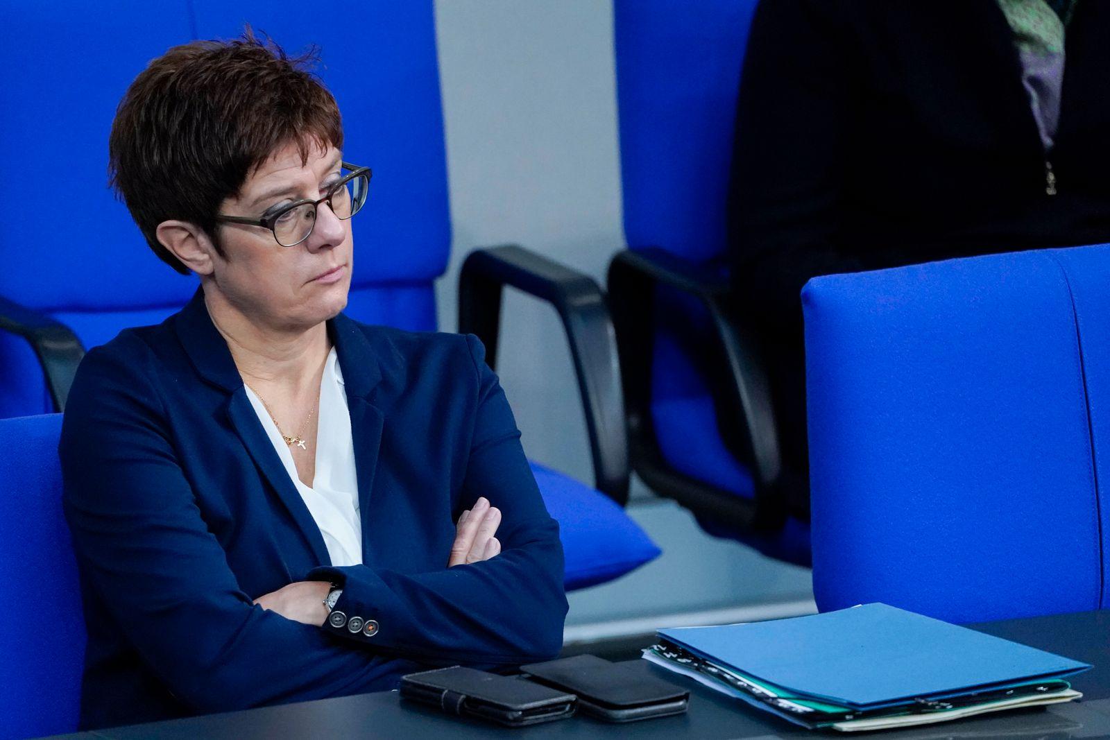 181. Bundestagssitzung Debatte 30 Jahre Deutsche Einheit im Reichstag in Berlin Aktuell, 02.10.2020, Berlin Annegret Kr