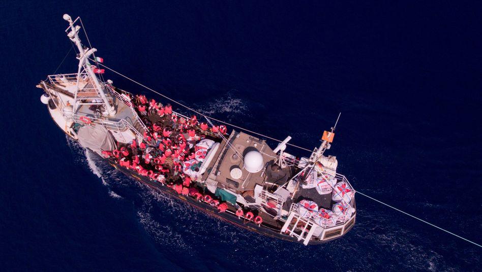 """Rettungsschiff """"Eleonore"""" auf dem Mittelmeer"""