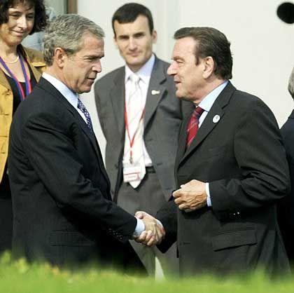 Schröder mit US-Präsident Bush in Evian: Diskussionen über die Dollar-Schwäche