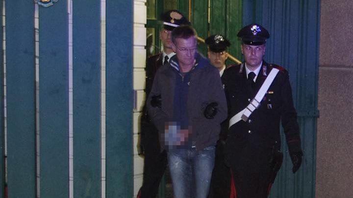 Verbrecher Carminati in Handschellen (Archivbild): Mehr als zehn Jahre Haft