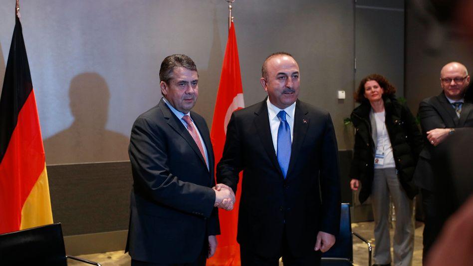 Außenminister Sigmar Gabriel und sein türkischer Amtskollege Mevlut Cavusoglu